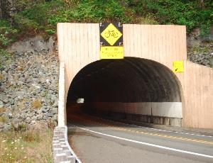 tunnel on 101.JPG